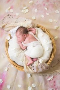 photographe, nouveau-né, future maman, grossesse, 83, var, bébé, famille, maternité, portrait,