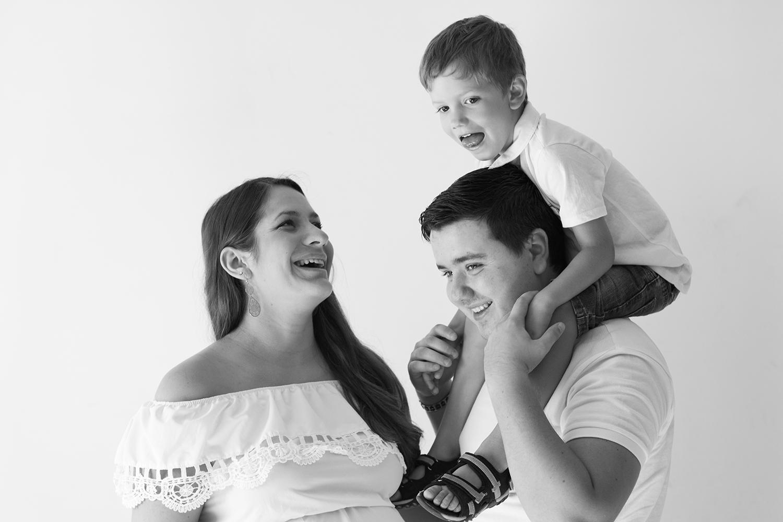 photographe, boudoir, var, 83 maternité, famille, enfant, bébé, nouveau-né,
