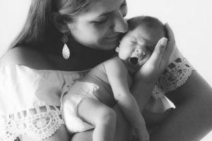 photographe, var, 83, grossesse, future maman, naissance, maternité, studio, famille, bébé, couple