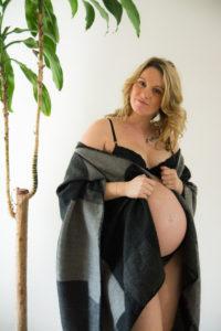 photographe, var, 83, bébé, nouveau-né, famille, couple, grossesse, naissance, maternité, lifestyle,