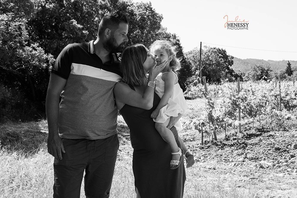 photographe, var, nourrisson, bébé, famille, grossesse, maternité, couples, enfant, parent, studio, extérieur, plage, forêt,