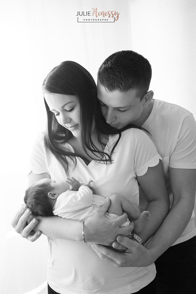 photographe, maternité, naissance, nouveau-né, lifestyle, noir et blanc portrait, studio, la roquebrussanne, le val, 83