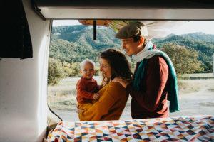 van, lifestyle, famille, couple, enfant, extérieur, campagne, soleil, forêt, instant de bonheur, van, vanlife, moment, émotion, capture, var, 83