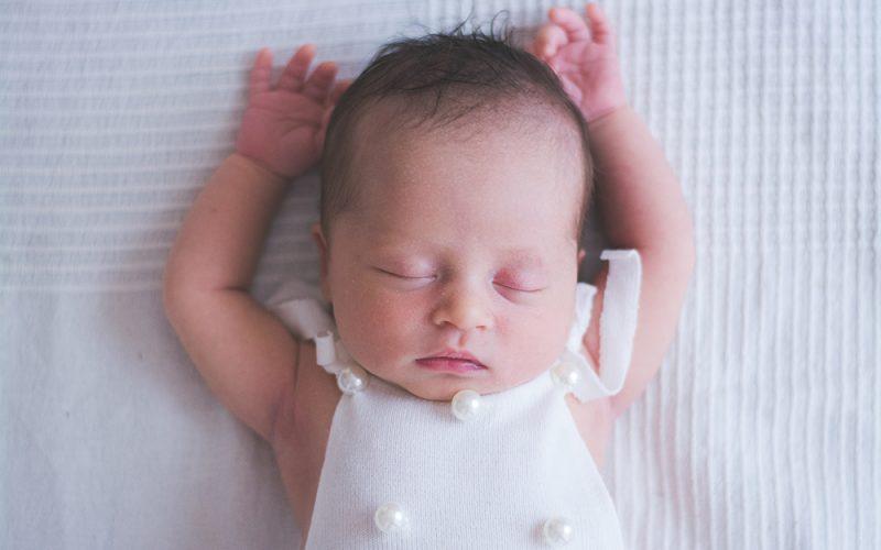 enfant, bébé, grossesse, studio, var, 83, 13, naissance, maternité, nouveau-né, portrait, toulon, la roquebrussanne, brignoles, saint-maximin,
