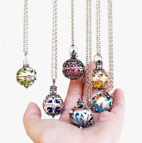 bola-de-grossesse-tradition-indonesienne-collier-bijou-idée-cadeaux-femme